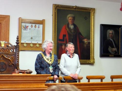 1 accueil protocolaire à la mairie de Brecon.JPG