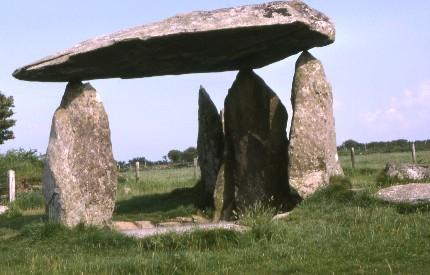 Pentre Ifan Burial chamber Cymru.jpg